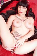 Gothic Vampire Babe 02