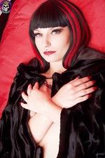 Gothic Vampire Babe 03