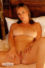 Busty Miriam In Sunray 02