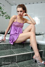 Teen babe has a shower 00