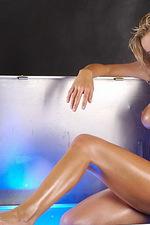 Hot Renata 01