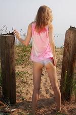 Countryside farm girl gets nude