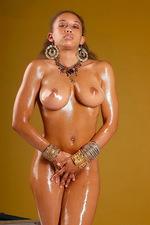 Beautiful Body Is Smeared In Oil  04
