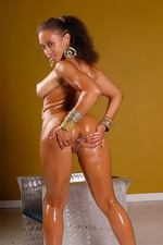 Beautiful Body Is Smeared In Oil  09