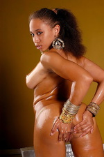Beautiful Body Is Smeared In Oil  10