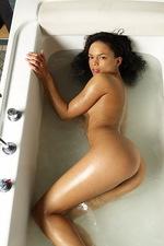 Gabriella Bathing 05