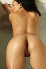 Gabriella Bathing 07