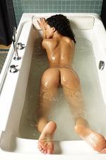 Gabriella Bathing 08