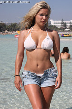 Big Titted Amateur Hottie On The Beach 04