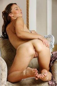 Gorgeous Patrizia posing naked