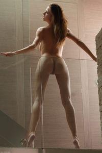 Supermodel Eufrat poses nude
