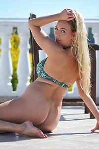 Sexy Hayley Marie Takes Her Bikini Off